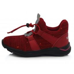Raudoni sportiniai bateliai...